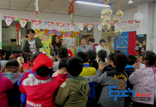 教育科学学院09教31班与公园巷幼儿园进行圣诞联欢